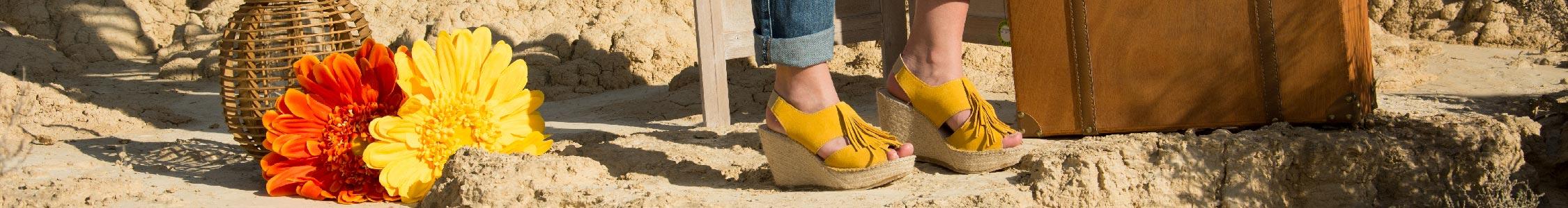 Sandalias de mujer con cuñas en diferentes colores y materiales