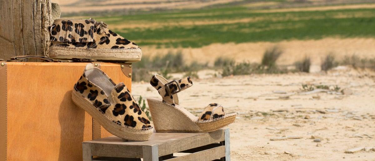 Sandalia de yute con flecos